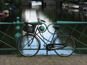 bycycle before a gracht